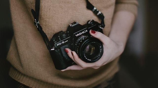 detail ruky fotografky
