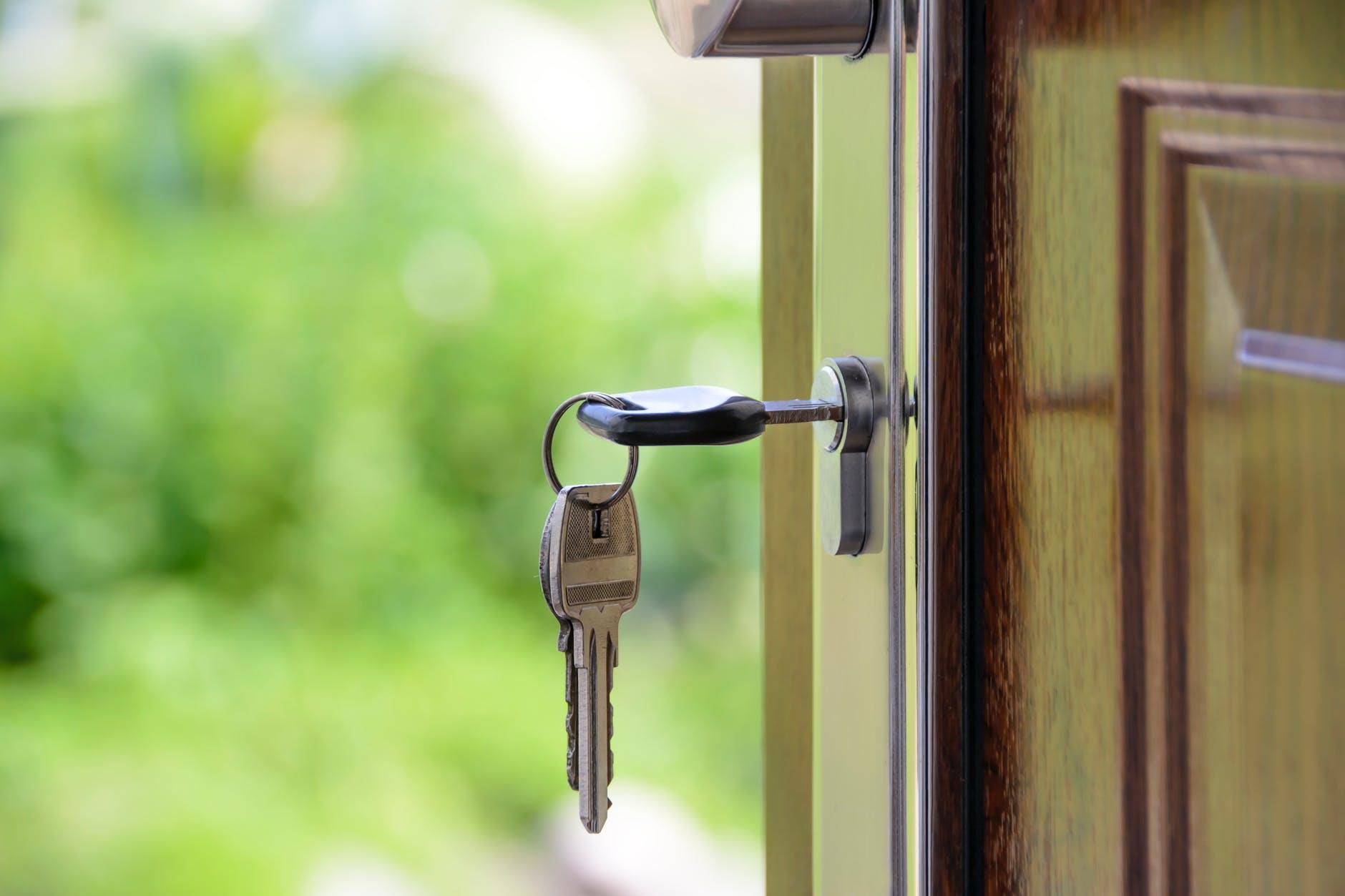 kľúče, dver