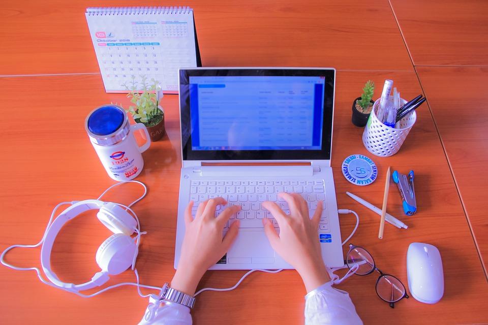 písanie, notebook